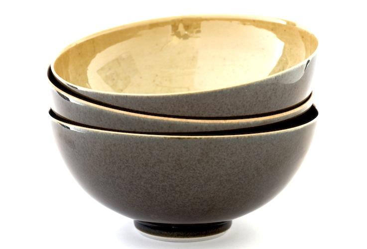 Phil Elson bowls